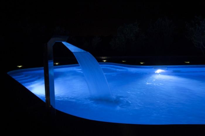 Rilassarsi in piscina