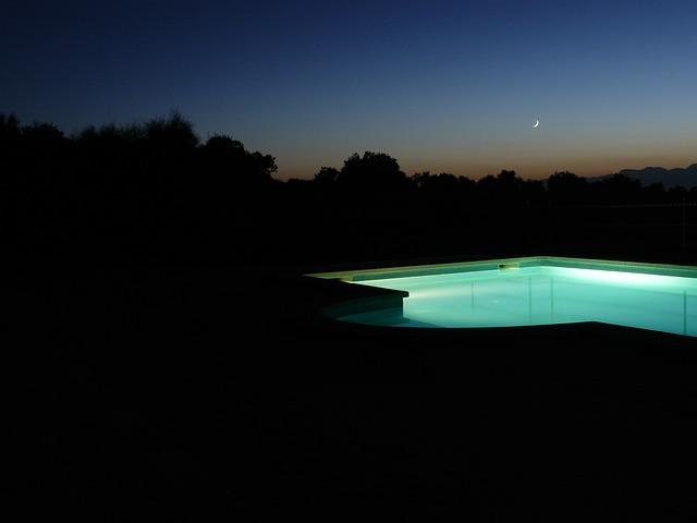 pool-261631_640