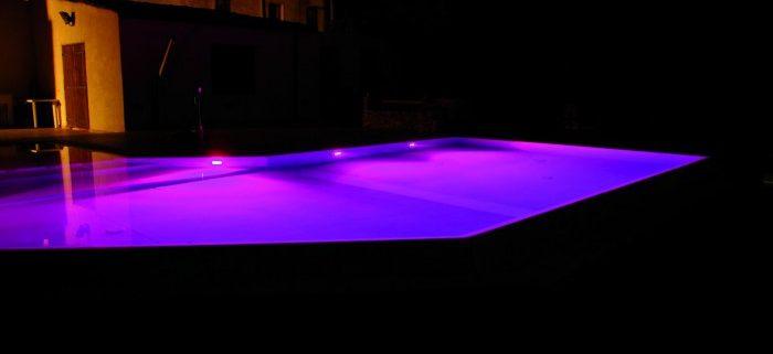 illuminazione piscina notturna